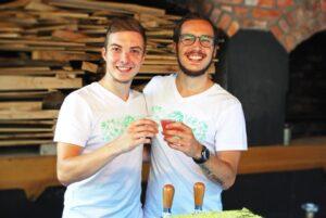 Proizvajalec BeLife kombuche Mirza (levo)